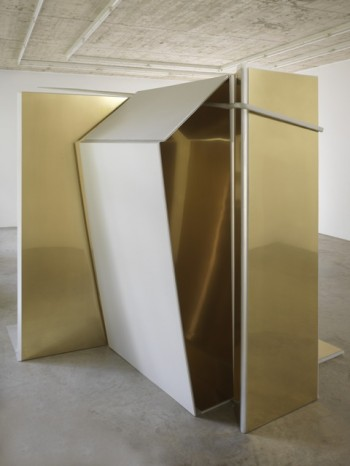 Nairy Baghramian, Entrechambrage verticale